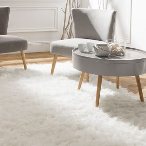 Tendance déco : le tapis à poils longs s'installe chez vous.