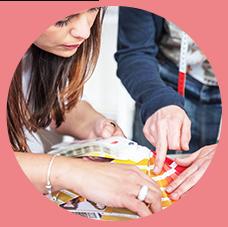 Des co-créations permanentes avec des créatrices, des blogueuses et nos clientes.