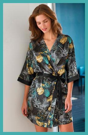 Peignoir kimono satin noir imprimé feuilles fluide manches 3/4 pas cher - Blancheporte